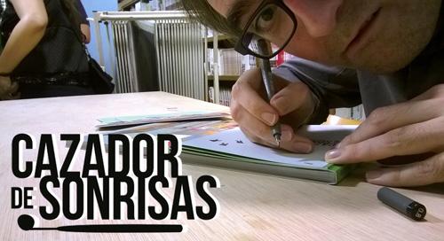 Agustin Ferrer firmando su comic CAZADOR DE SONRISAS en una presetacion en una tienda de cómic