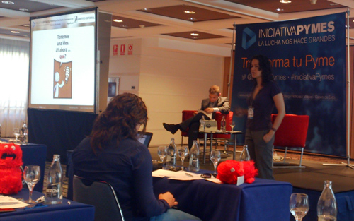 Yolanda Dib de GRAFITO EDITORIAL en la INICIATIVA PYMES dando una ponencia sobre montar una editorial de cómic desde el punto de vista de el marketing.